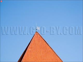 Флюгер с гербом Пагоня на башне замка
