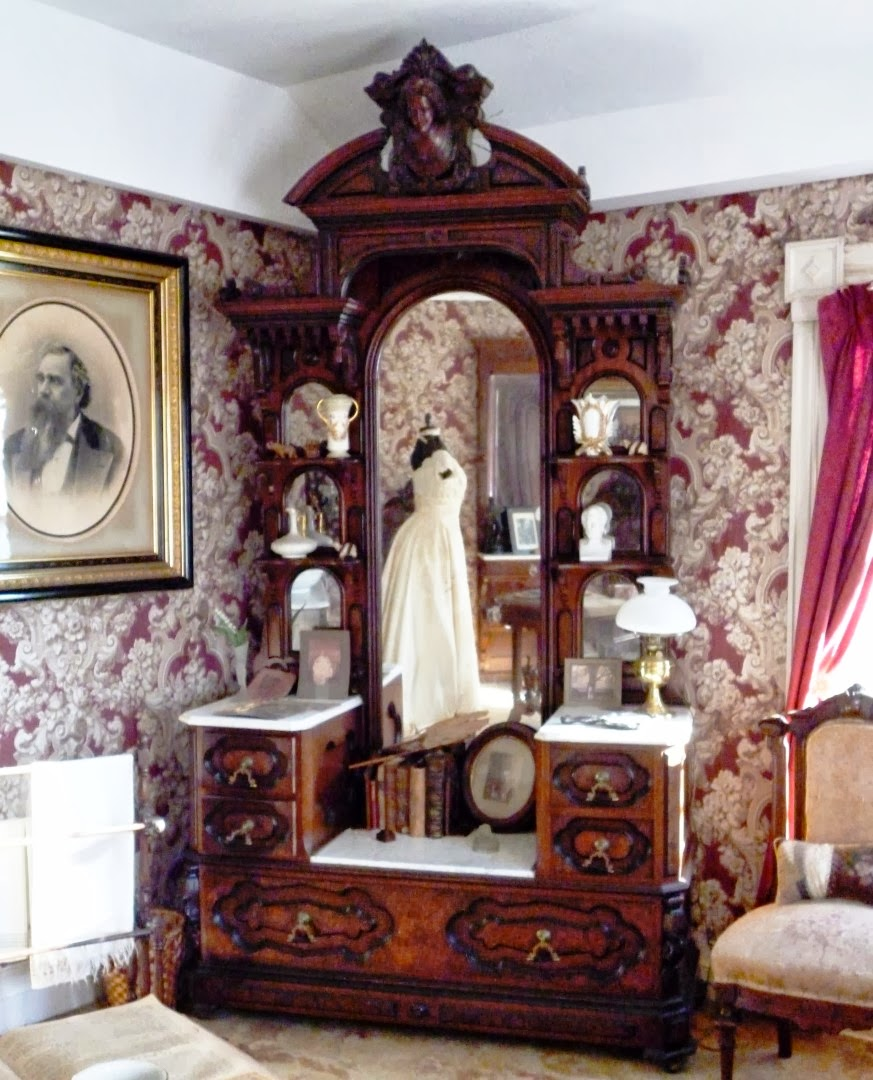 Writing Straight From The Heart: Victorian Bedroom Suite