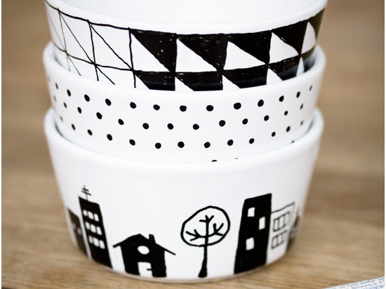 DIY Craft Project - How to Handpaint Porcelain Dishes via Craft & Creativity - DIY Craft Blog Round Up