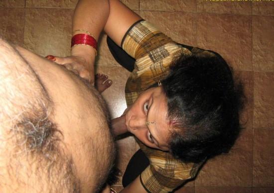 Indian Aunty Giving Blowjob Pics