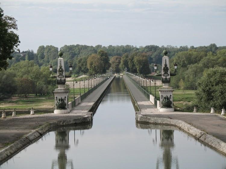 Briare Aqueduct, Perancis