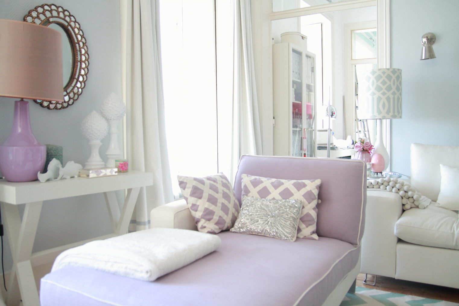 Home styling ana antunes myhome for Mauve living room decor
