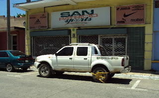 Tire boot on car in La Ceiba