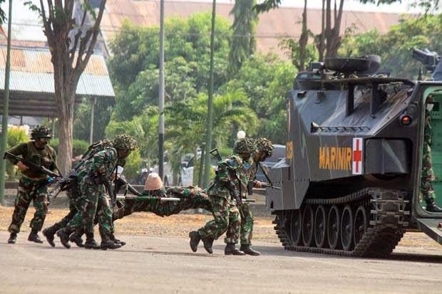 Tank Amfibi Marinir Kena Ranjau Darat Saat Evakuasi Korban