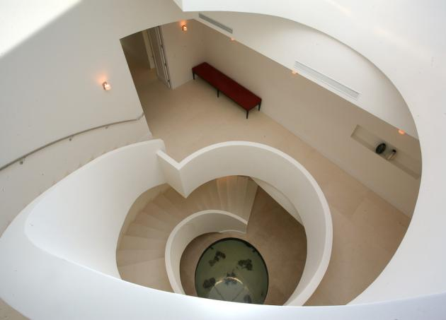 Spiral staircase in the Modern Villa by Touzet Studio