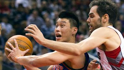 Jeremy Lin playing basketball