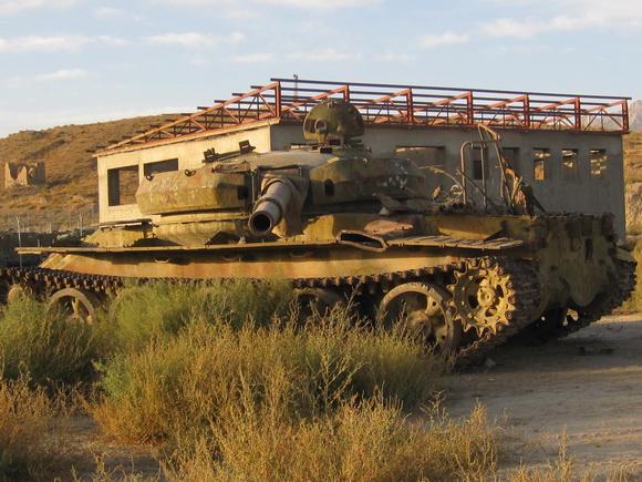http://4.bp.blogspot.com/-HjKR3TRfCi8/UKVEHeNoB9I/AAAAAAAAMMA/7DaLk4KTBe0/s1600/abandoned-soviet-tank.jpg
