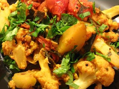 Aloo Gobi (Curried Cauliflower and Potatoes) | Lisa's Kitchen ...