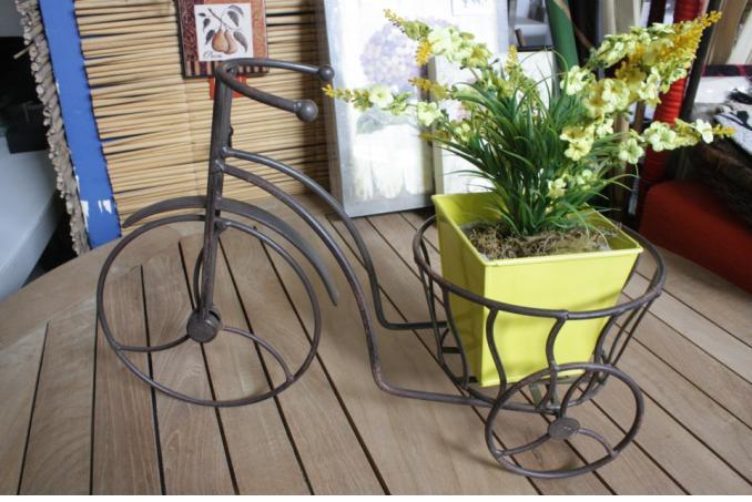 Otro tipo de bicicletas, con flores artificiales para salir a pasear