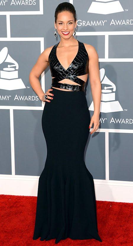Алиша Кийс на Грами 2013 в черна рокля с кожени акценти