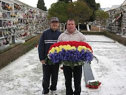 Ofrenda de flores republicanas a la fosa común de Ronda
