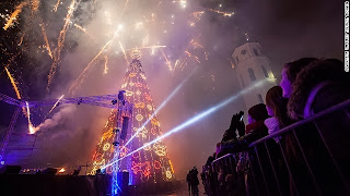 5 Pohon Natal Paling Spektakuler di Dunia