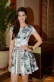 Kriti Sanon in fresh and cute mini skirt beauty at IIFA Awards 2015 Press mEet