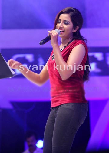 Indian singer shreya ghoshal showing hot boobs on a tv show 3