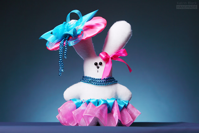 Зайка в розово-голубом - мягкая игрушка из флиса ручной работы
