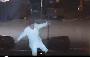 jose jose se cayó del escenario