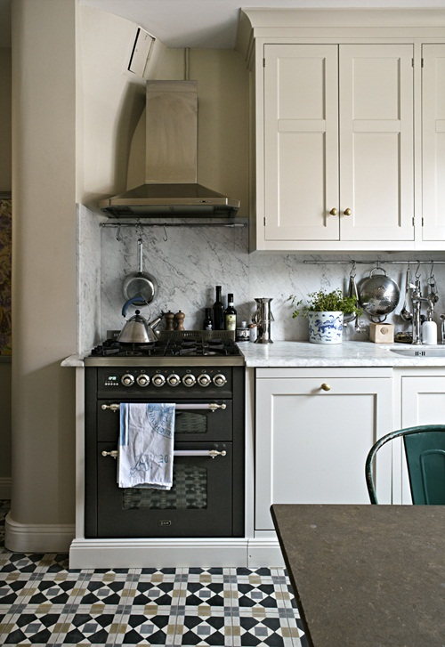 French bistro inspired kitchen daily dream decor for Bistro style kitchen decorating ideas