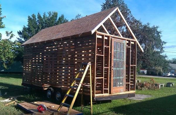 Construcci n de casa con palets for Cosas con tarimas de madera
