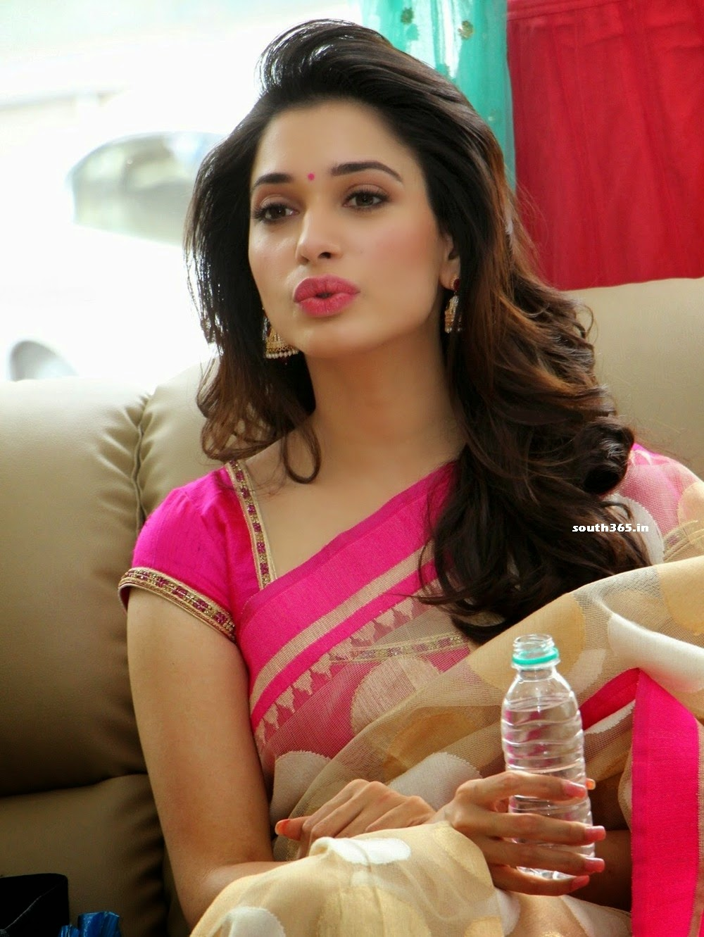 Tamanna Bhatia In Saree Traffic Club