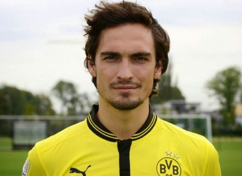 Manchester United to launch £37.3m bid for Mats Hummels