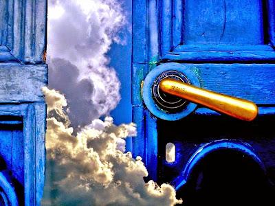 http://4.bp.blogspot.com/-HlCaC-hll8A/U1u4ghquLnI/AAAAAAAAPBo/myG91mS-2Kw/s1600/Heaven_blue_door+edited.jpg