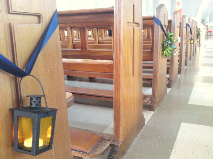 Decorating Pews For Wedding