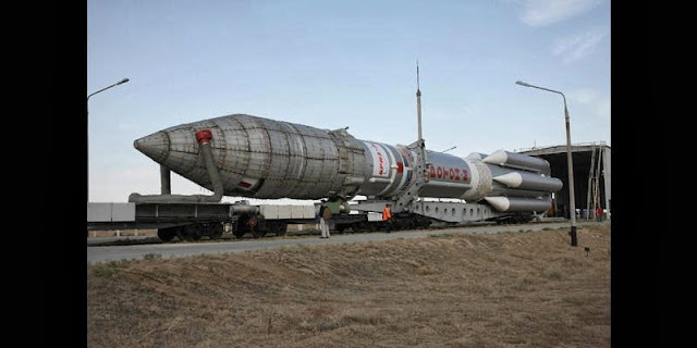 Proton-M rocket rolled out for upper stage fueling (24.09.2013). Credit: khrunichev.ru