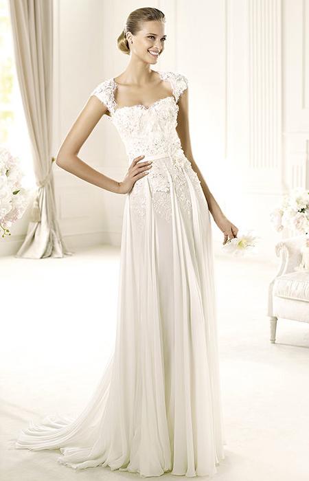 Бучинска рокля с презрамки-ръкави и сърцевидно деколте