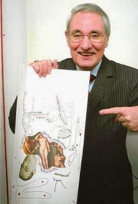 José María Gutiérrez Dopino con un cuadro de Fernando Arrabal