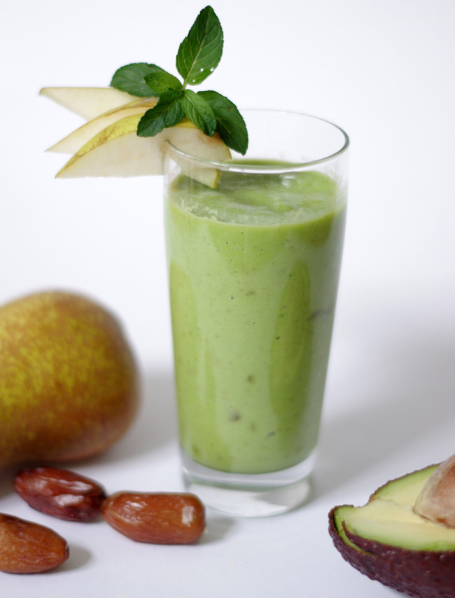 Pear-Avocado Green Smoothie recipe by Xenia Kuhn for fashionrolla.com