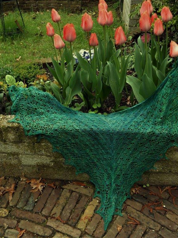 TE KOOP: turquoise/zeegroene sjaal.