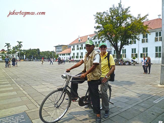 Sepeda ojek en Fatahillah Plaza