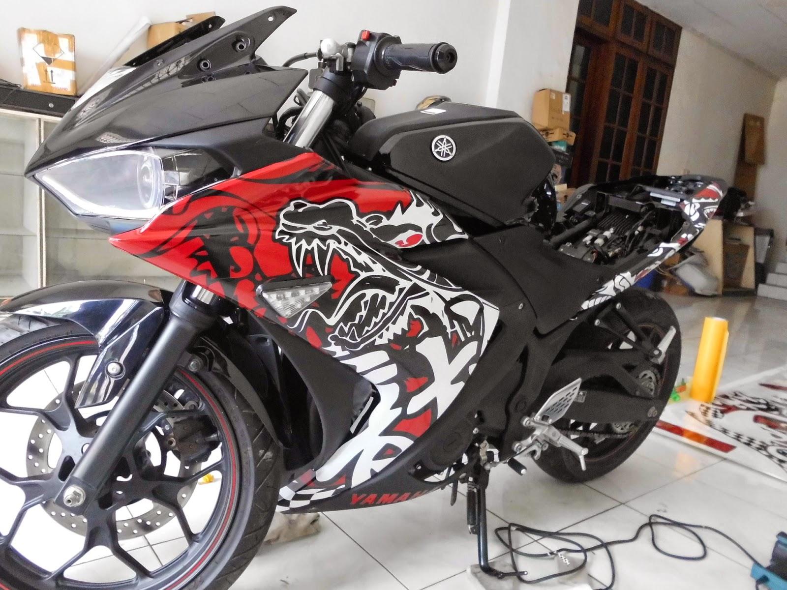 Modifikasi Motor Yamaha R15 Striping Stiker Keren Sukaon