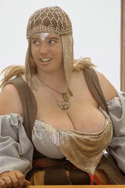 P O Duroh Nessas Tetudas Em Uma Feira Medieval Tradicional Dos Eua