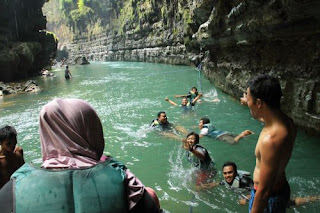 didampingi guide green canyon