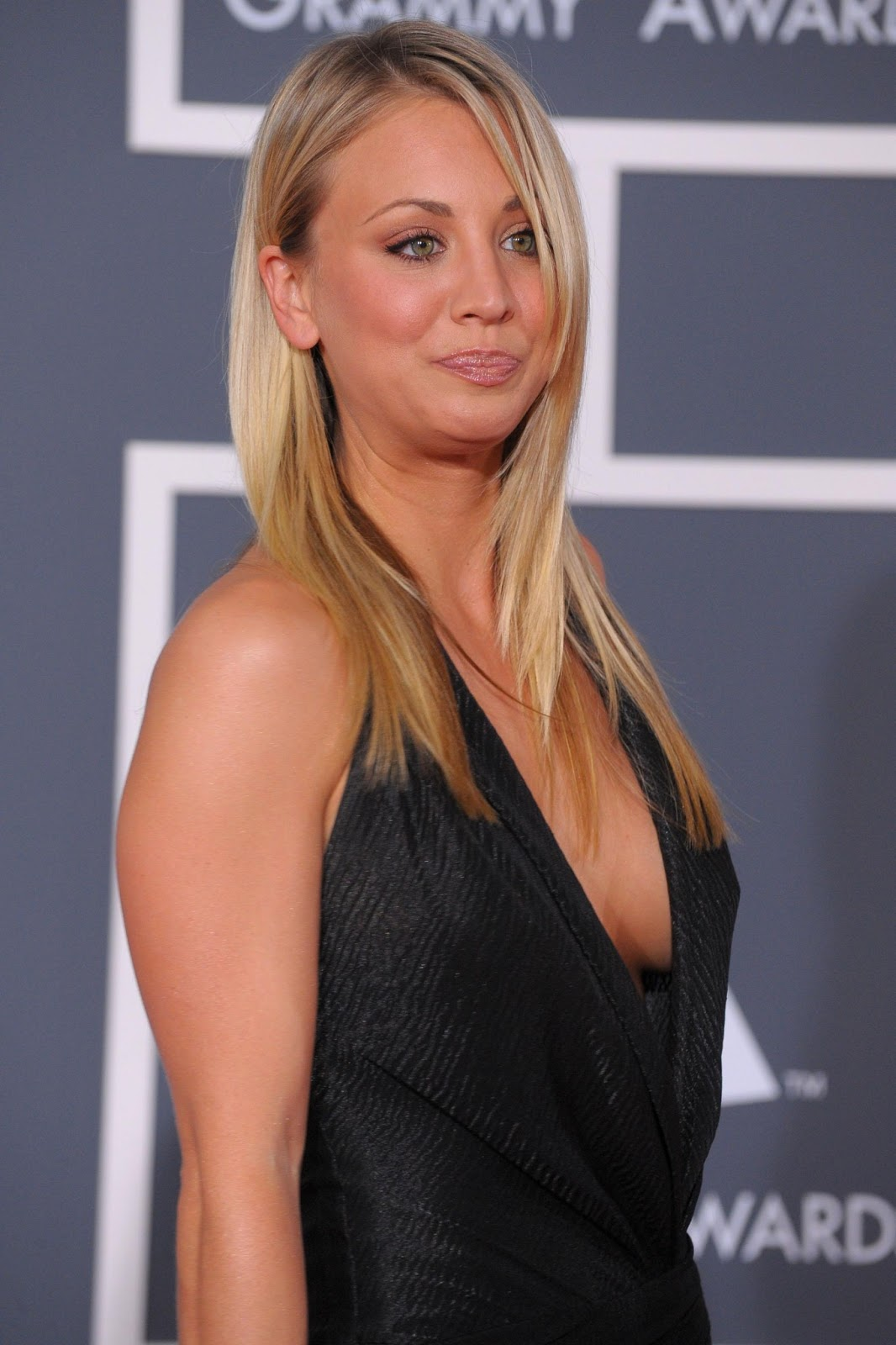 all about celebrity: kaley cuoco height, weight, body measurements