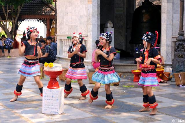 Danseuses au Doi Suthep, Chiang Mai