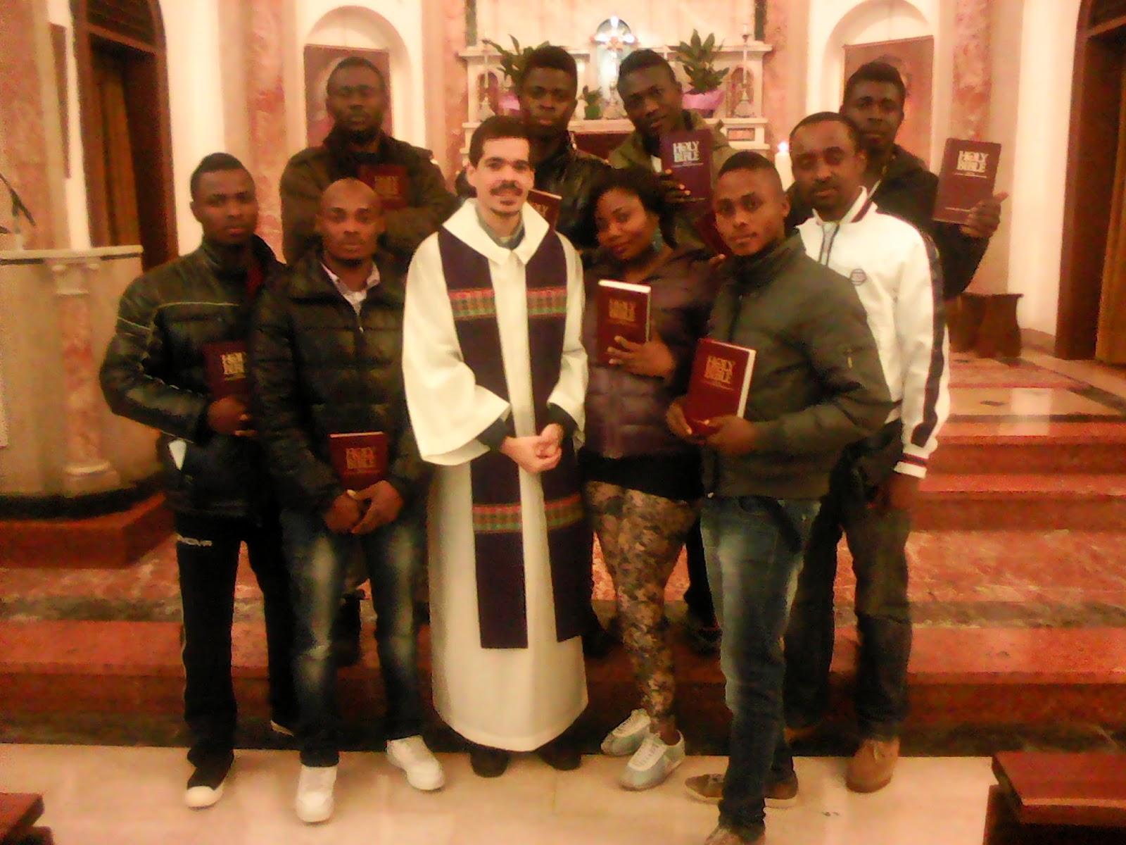 Accompagnamento Spirituale - Consegna della Bibbia ai rifugiati cristiani