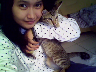Foto cewek manis Indonesia dan kucingnya