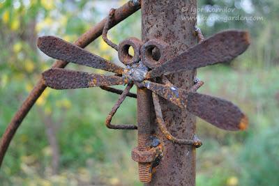 Садовая скульптура из ржавого железа