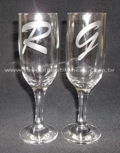 http://roeguilembrancas.blogspot.com.br/2014/04/tacas-tulipas-copos-e-caixas-de-vidro-e.html
