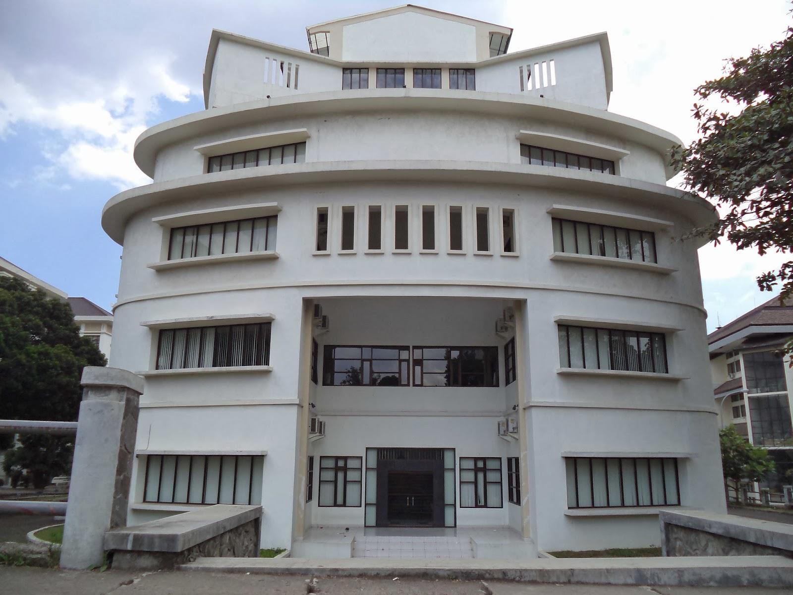 Mengenal gedung UPI - UPI center