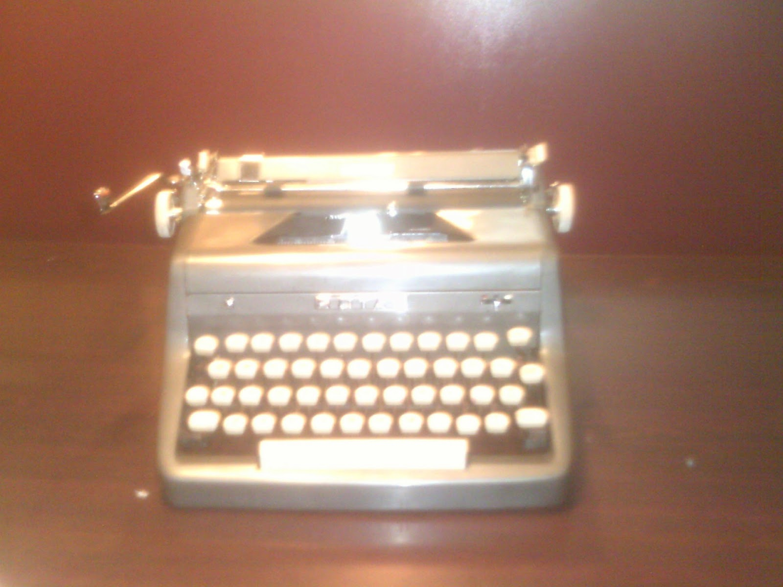 dating my royal typewriter Vintage royal quiet deluxe 1949 portable typewriter hemingway needs move unless i apply back pressure with my non-typing hand.