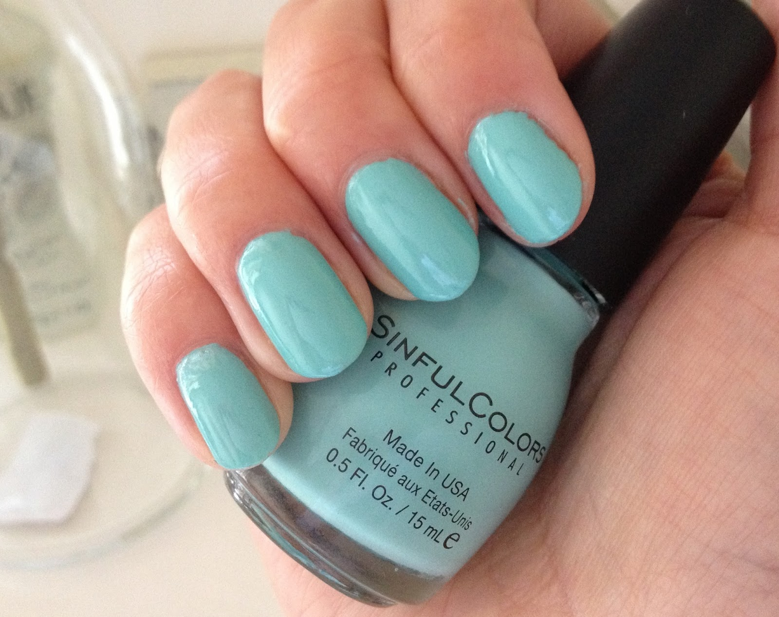 BEAUTY & LE CHIC: Beauty Steal: Sinful Colors Be Happy