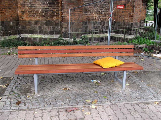 Bench with pillow, Marx-Engels-Forum, Berlin