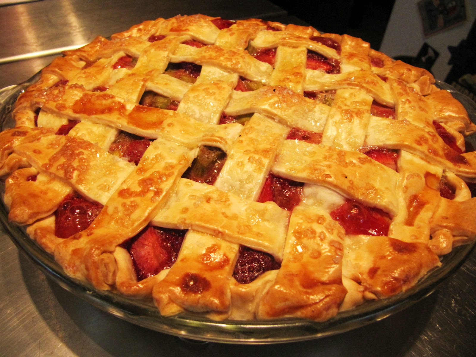 Mama Ozzy's Table: Strawberry Rhubarb Pie