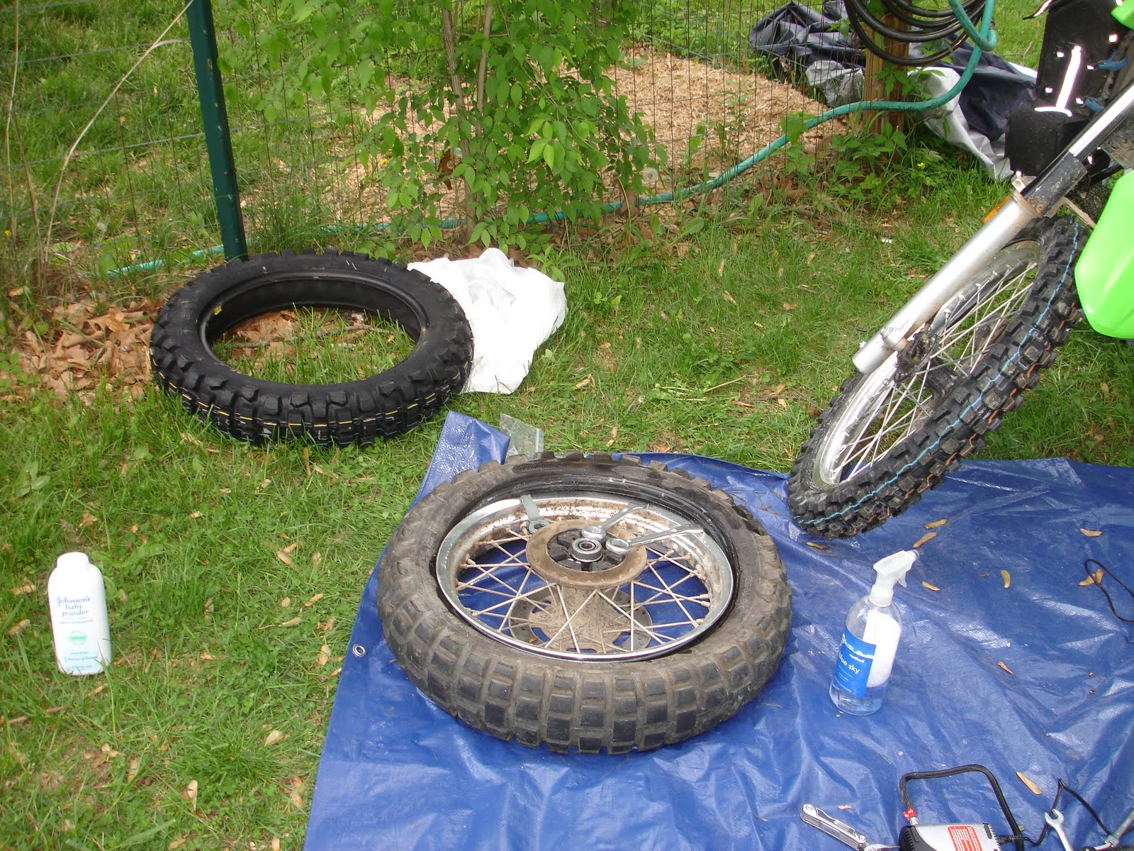 how to put the back tire back on a bike