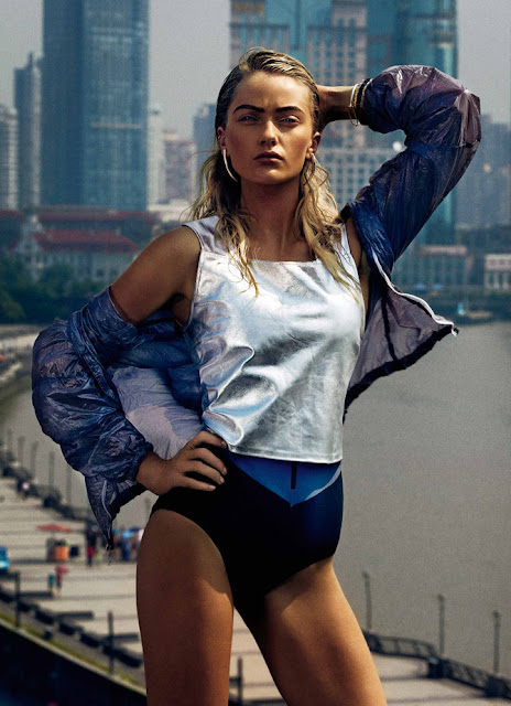 Model Annabella Barber
