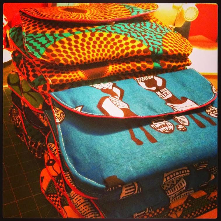 """Clutchs """"Terra N'gola®"""", em tecidos africanos designados de """"Panos do Congo ou Capulanas""""."""