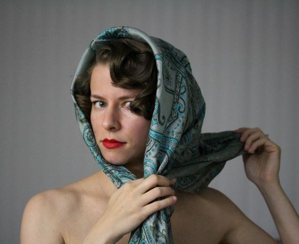 Marilyn Inspired Scarf Tutorial #vintage #marilyn #hair #style